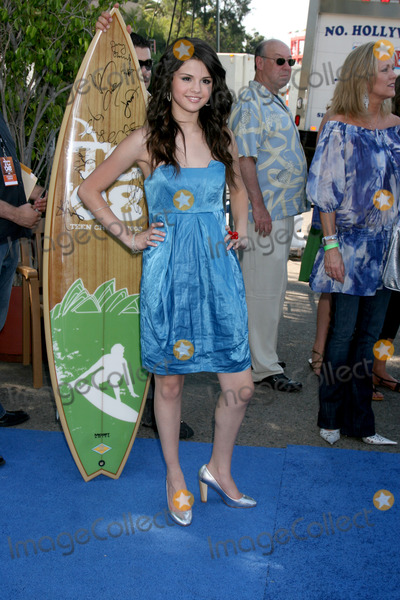 Gomez, Leighton Meester, Selena Gomez Photo - Selena Gomez arriving at the Teen Choice Awards 2008 at the Universal Ampitheater at Universal Studios in 