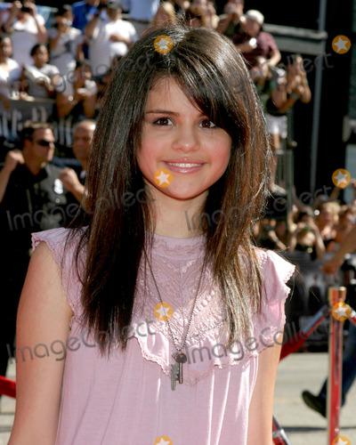 "Selena Gomez, Gomez Photo - Selena GomezU.S. Premiere of ""Harry Potter and the Order of the Phoenix""Grauman's Chinese TheaterLos Angeles, CAJuly 8, 2007"