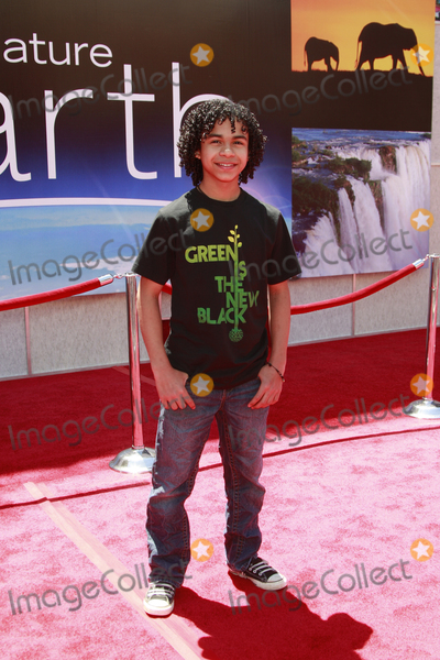 """Noah Gray Cabey, Noah Gray-Cabey Photo - Noah Gray-Cabey at the unvieling of his new Whalescape at the """"Earth"""" World Premiereat the El Capitan TheatreApril 18, 2009 - Hollywood, California"""