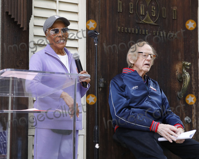 Dionne Warwick, Ken Kragen Photo - LOS ANGELES - JAN 28:  Dionne Warwick, Ken Kragen at the 35th Anniversary of 'We Are The World' at the Henson Recording Studios on January 28, 2020 in Los Angeles, CA