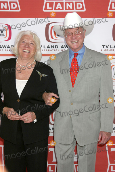 Larry Hagman Photo - Larry Hagman & wife