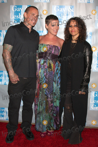 Alecia Moore, Carey Hart, Pink, Pink (Alecia Moore), Linda Perry Photo - Carey Hart & Pink (Alecia Moore), Linda Perry