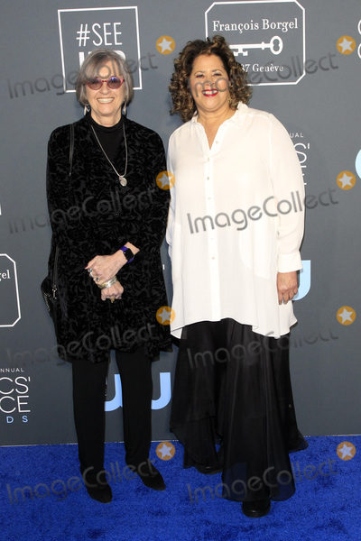 Anna  DEAVERE Smith, Anna Deavere Smith Photo - LOS ANGELES - JAN 13:  Kristi Zea, Anna Deavere Smith at the Critics Choice Awards  at the Barker Hanger on January 13, 2019 in Santa Monica, CA