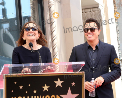 Ann Druyan Photo - LOS ANGELES - APR 23:  Ann Druyan, Seth MacFarlane at the Seth MacFarlane Star Ceremony on the Hollywood Walk of Fame on April 23, 2019 in Los Angeles, CA