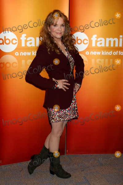 Lea Thompson, Léna Jam-Panoï Photo - LOS ANGELES - MAY 14:  Lea Thompson at the Disney ABC Television Group May Press Junket 2011 at ABC Building on May 14, 2011 in Burbank, CA