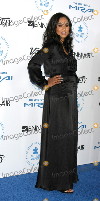 Ayesha Curry Photo - LOS ANGELES - OCT 8:  Ayesha Curry at the Autism Speaks Celebrity Chef Gala at the Barker Hanger on October 8, 2015 in Santa Monica, CA