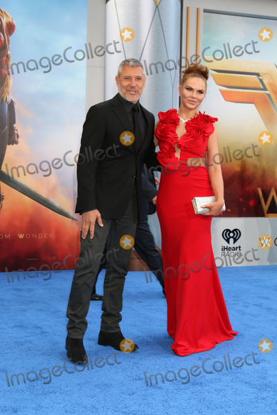 "Max Ryan, Alyssandra Snows Photo - LOS ANGELES - MAY 25:  Max Ryan, Alyssandra Snows at the ""Wonder Woman"" Los Angeles Premiere at the Pantages Theater on May 25, 2017 in Los Angeles, CA"