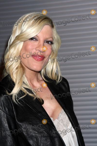 Tori Spelling Photo - Tori Spelling arriving at the Last House on the Left Premiere at the ArcLight Theaters l in Los Angeles , CA on  March 10, 2009
