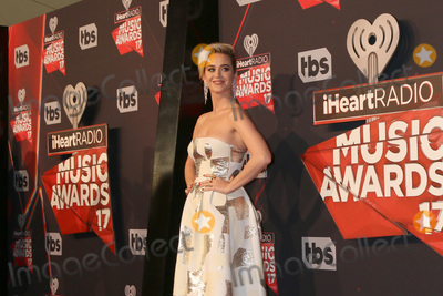 Katie Perry, Katy Perry Photo - LOS ANGELES - MAR 5:  Katy Perry at the 2017 iHeart Music Awards at Forum on March 5, 2017 in Los Angeles, CA
