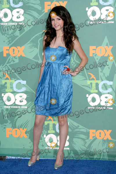 Gomez, Leighton Meester, Selena Gomez Photo - Selena Gomez arriving at the Teen Choice Awards 2008 at the Universal Ampitheater at Universal Studios in Los Angeles, CAAugust 3, 2008