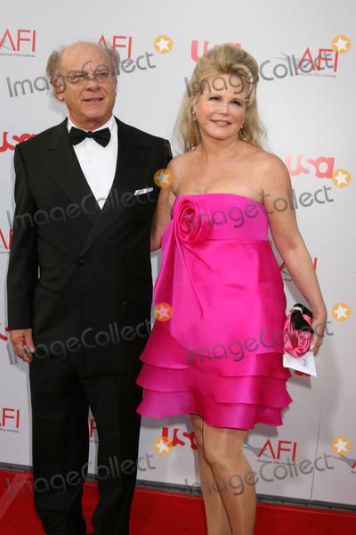 Art Garfunkel, Warren Beatty Photo - Art Garfunkel & wife  arrive at the AFI Salute to Warren Beatty at the Kodak Theater in Los Angeles, CAJune 12, 2008