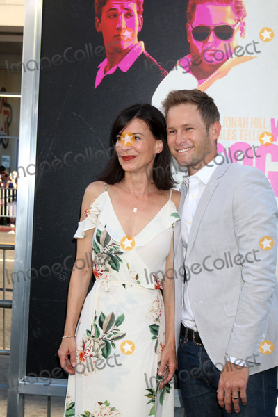 "Perrey Reeves, Perrey Reeves-, Aaron Fox Photo - LOS ANGELES - AUG 15:  Perrey Reeves, Aaron Fox at the War Dogs"" Premiere at the TCL Chinese Theater IMAX on August 15, 2016 in Los Angeles, CA"