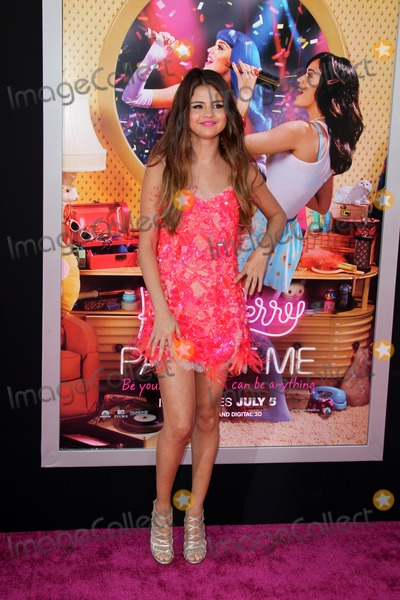 """Selena Gomez, Gomez, Katie Perry, Katy Perry, Jessica Paré, Michael Paré Photo - LOS ANGELES - JUN 26:  Selena Gomez arrives at the """"Katy Perry: Part Of Me"""" Premiere at Graumans Chinese Theater on June 26, 2012 in Los Angeles, CA"""