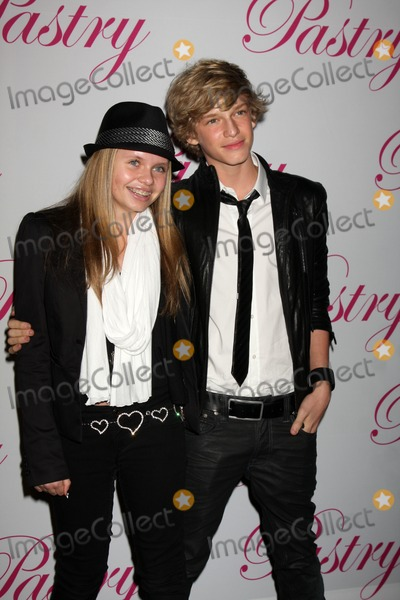 Cody Simpson, Ali Simpson, Ali Farka Touré Photo - LOS ANGELES - JAN 19:  Ali Simpson, Cody Simpson arrives at Cody Simpson's 14th Birthday Party at Pacific Park at Santa Monica Pier on January 19, 2011 in Santa Monica, CA