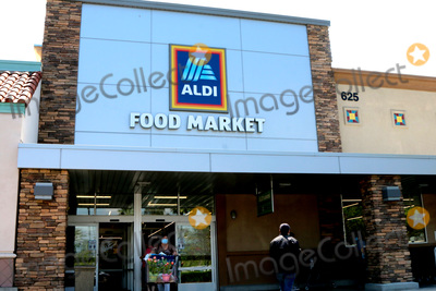 San Bernardino Photo - LOS ANGELES - APR 11:  Aldi Store and Signage at the Businesses reacting to COVID-19 at the Hospitality Lane on April 11, 2020 in San Bernardino, CA