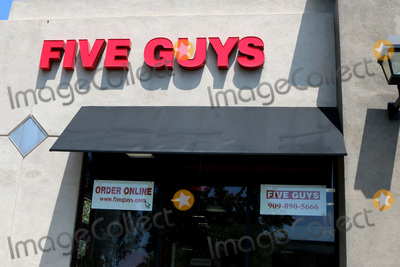 San Bernardino Photo - LOS ANGELES - APR 11:  Five Guys Store and Signage at the Businesses reacting to COVID-19 at the Hospitality Lane on April 11, 2020 in San Bernardino, CA