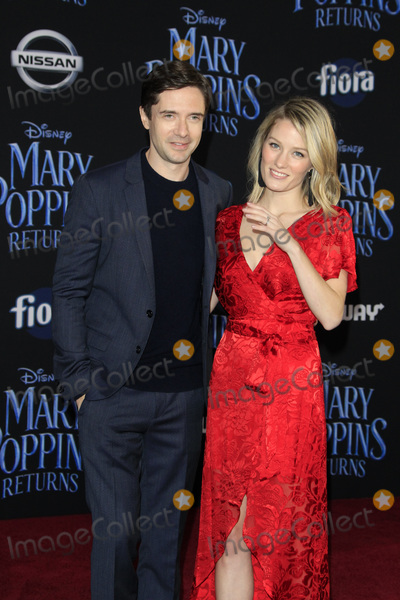"""Ashley Hinshaw, Topher Grace Photo - LOS ANGELES - NOV 29:  Topher Grace, Ashley Hinshaw at the """"Mary Poppins Returns"""" Premiere at the El Capitan Theatre on November 29, 2018 in Los Angeles, CA"""