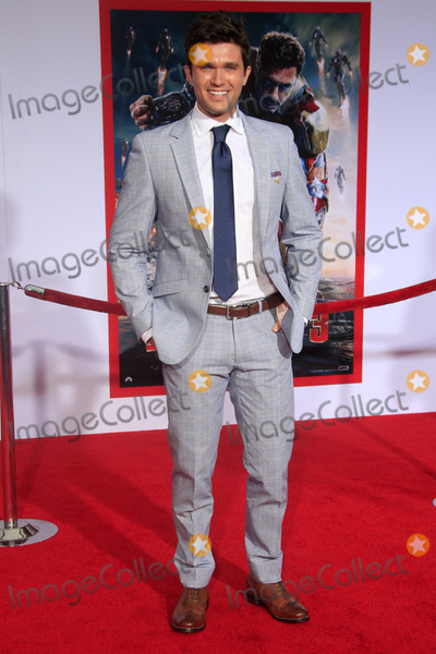 """Andrew Lander Photo - LOS ANGELES - APR 24:  Andrew Lander arrives at the """"Iron Man 3"""" LA premiere at the El Capitan Theater on April 24, 2013 in Los Angeles, CA"""