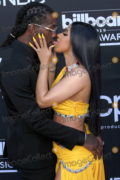 Cardi B., Cardi B Photo - LAS VEGAS - MAY 1:  Offset, Cardi B at the 2019 Billboard Music Awards at MGM Grand Garden Arena on May 1, 2019 in Las Vegas, NV