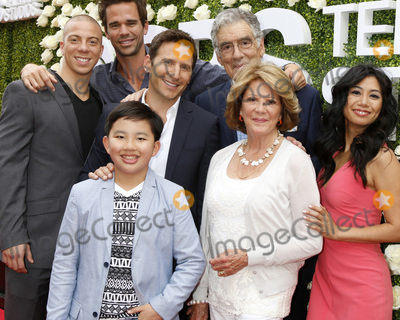 David Walton, Elliott Gould, Linda Lavin, Liza Lapira, Mark Feuerstein, Matt Murray, Albert Tsai Photo - LOS ANGELES - AUG 1:  Matt Murray, David Walton, Mark Feuerstein, Elliott Gould, Albert Tsai, Linda Lavin, Liza Lapira at the CBS TV Studios Summer Soiree TCA Party 2017 at the CBS Studio Center on August 1, 2017 in Studio City, CA