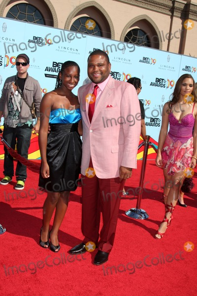 Anthony Anderson Photo - Anthony Anderson & Daughter arriving at  the BET Awards 2009 at the Shrine Auditorium in Los Angeles, CA on June 28, 2009