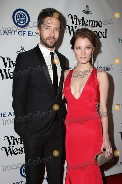Ashley Hinshaw, Topher Grace Photo - vLOS ANGELES - JAN 9:  Topher Grace, Ashley Hinshaw at the The Art of Elysium Ninth Annual Heaven Gala at the 3LABS on January 9, 2016 in Culver City, CA