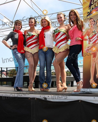 Kate Linder, Stephanie Gatschet, The Radio City Rockettes, RU Photo - LOS ANGELES - AUG 12:  Kate Linder, Traci Reszetylo-Grim, Stephanie Gatschet, Katie Russell, & Chrishnell Strause at the  Kicking Across America with the Radio City Rockettes Event at Santa Monica Pier on August 12, 2010 in Santa Monica , CA