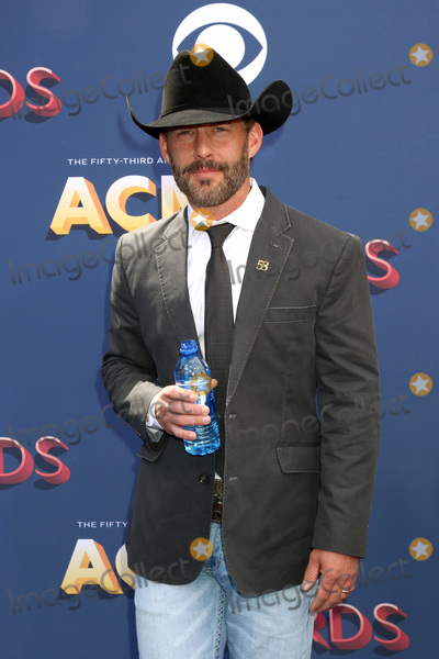 Aaron Watson Photo - LAS VEGAS - APR 15:  Aaron Watson at the Academy of Country Music Awards 2018 at MGM Grand Garden Arena on April 15, 2018 in Las Vegas, NV