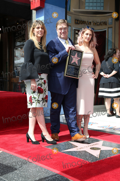 John Goodman Photo - LOS ANGELES - MAR 10:  Anna Beth Goodman, John Goodman, Molly Goodman at the John Goodman Walk of Fame Star Ceremony on the Hollywood Walk of Fame on March 10, 2017 in Los Angeles, CA