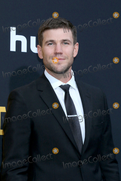 """Austin Stowell Photo - LOS ANGELES - MAY 7:  Austin Stowell at the """"Catch-22"""" Premiere  at the TCL Chinese Theater IMAX on May 7, 2019 in Los Angeles, CA"""