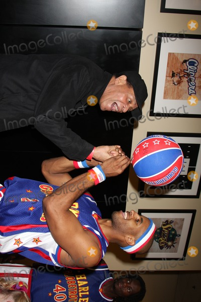 Al Jarreau Photo - Al Jarreau & a globetrotter