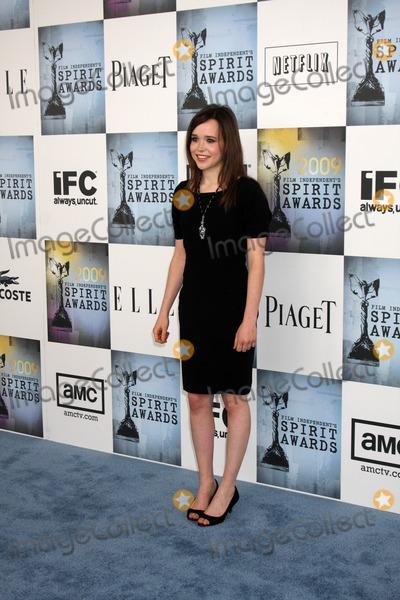 Ellen Page Photo - Ellen Page arriving  at the  Film Indpendent's  24th Annual Spirit Awards on the beach in Santa Monica, CA  on