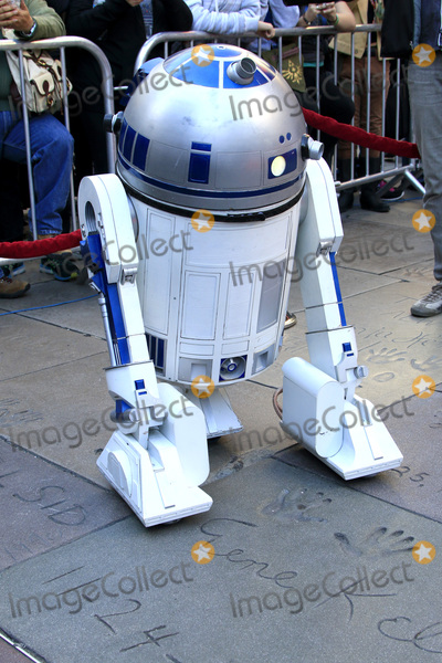 R2 D2, R2-D2, R2D2 Photo - LOS ANGELES - DEC 17:  R2-D2 at the Australian Star Wars fans get married in a Star Wars-themed wedding at the TCL Chinese Theater on December 17, 2015 in Los Angeles, CA