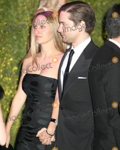 Tobey Maguire Photo - Tobey Maguire & Fiance2007 Vanity Fair Oscar PartyMortons ResturantW Hollywood, CAFebruary 25, 2007