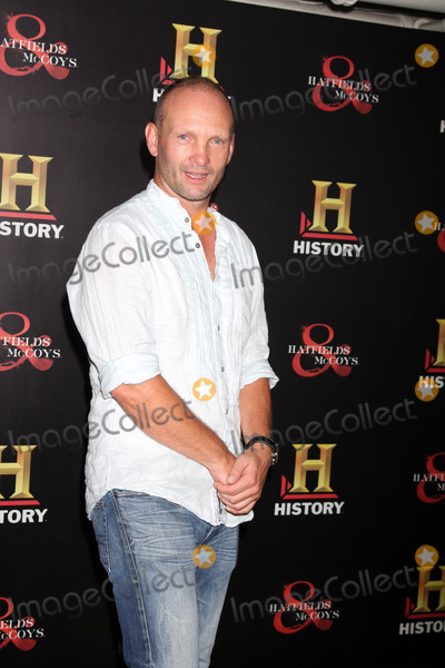 "Andrew Howard Photo - LOS ANGELES - SEP 22:  Andrew Howard arrives at the ""HATFIELDS & McCOYS"" Pre-Emmy Party