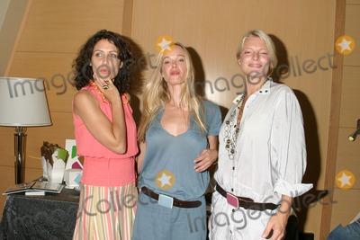 April O'Brien, Jennifer Gareis, Lisa Edelstein Photo - Lisa EdelsteinJennifer Gareisand her cousin April O'BrienGBK Productions Emmy Gifting LoungeSofitel HotelAugust 24, 2006