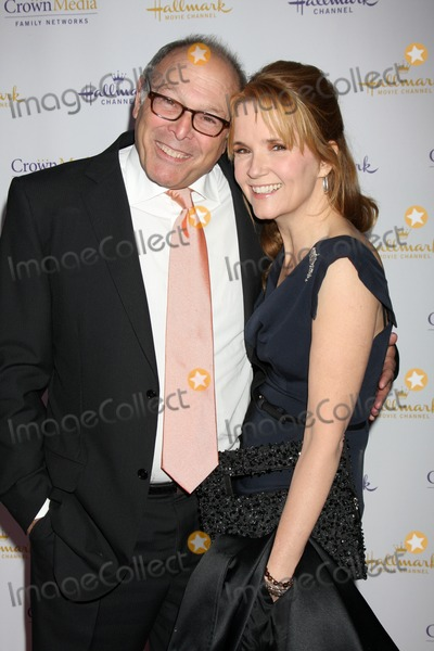 Howard Deutch, Lea Thompson, Léna Jam-Panoï Photo - LOS ANGELES - JAN 14:  Howard Deutch, Lea Thompson arrives at  the Hallmark Channel TCA Party Winter 2012 at Tournament of Roses House on January 14, 2012 in Pasadena, CA