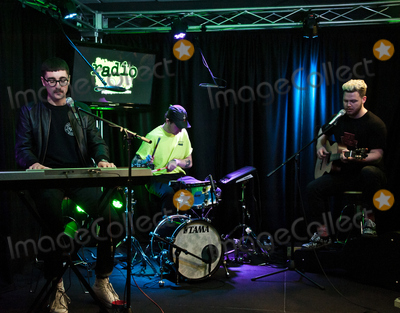 Alt J Photo - BALA CYNWYD, PA, USA - APRIL 20: English Alternative Rock Band alt-J Visit Radio 104.5's Performance Theatre on April 20, 2017 in Bala Cynwyd, Pennsylvania, United States. (Photo by Paul J. Froggatt/FamousPix)