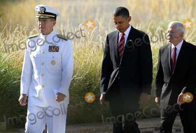 Barack Obama, Pentagon, President Barack Obama, Robert gates, 911, Tragedie, Alex Wong Photo - Chairman of the Joint Chiefs of Staff Admiral Mike Mullen, left, United States President Barack Obama, center, and Secretary of Defense Robert Gates, right, arrive for an event to mark the anniversary of the 9/11 terrorist attacks at the Pentagon Memorial, Saturday, September 11, 2010 in Arlington, Virginia. Obama delivered remarks, laid a wreath, and greeted with victims' families during the event on the 9th anniversary of the tragedy. Photo by Alex Wong/Pool/CNP-PHOTOlink.net