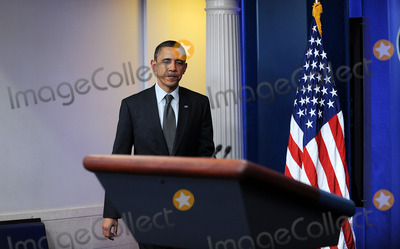 Barack Obama, Harry Reid, President Barack Obama, White House, The White Photo - United States President Barack Obama delivers a statement after meeting with Speaker John Boehner and Senate Majority Leader Harry Reid at the White House, Wednesday, April 6, 2011 in Washington, DC. The President invited U.S. House Speaker John Boehner and U.S. Senate Majority Leader Harry Reid for a late meeting Wednesday night to discuss ongoing negotations on a funding bill to fund the U.S. Government through the end of the fiscal year.
