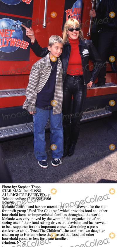 Melanie Griffith, Melanie Griffiths Photo - Photo by: Stephen TruppSTAR MAX, Inc. - copyright 1998. Melanie Griffith and son