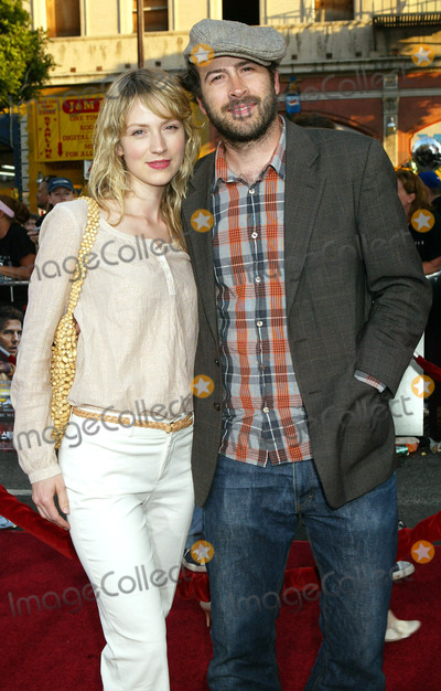 """Beth Riesgraf, Jason Lee Photo - Photo by: NPX/starmaxinc.com2005. 6/27/05Jason Lee and Beth Riesgraf at the premiere of """"War of the Worlds"""".(Los Angeles, CA)"""