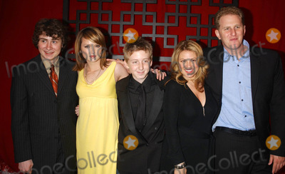 """Anita Barone, Dean Collins, Kyle Sullivan, Michael Rapaport, Kaylee DeFer, The Cast Photo - Photo by: Stephen Trupp/starmaxinc.com2006. 5/18/06Kyle Sullivan, Kaylee DeFer, Dean Collins, Anita Barone and Michael Rapaport from the cast of """"The War At Home"""" at the FOX Upfront.(NYC)"""