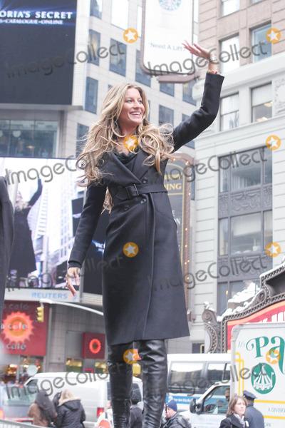 Gisele, Gisele Bundchen, Victoria's Secret, Giselle, Giselle Bundchen Photo - Photo by: Mitch Gerber/starmaxinc.com2005. 3/1/05Gisele Bundchen at a promotional event for a new Victoria's Secret Bra.(Times Square, NYC)