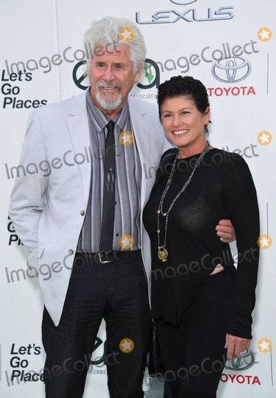Barry Bostwick Photo - Photo by: KGC-11/starmaxinc.comSTAR MAXCopyright 2015ALL RIGHTS RESERVEDTelephone/Fax: (212) 995-119610/24/15Barry Bostwick and Sherri Jensen at the 25th Annual Environmental Media Awards.(Los Angeles, CA)