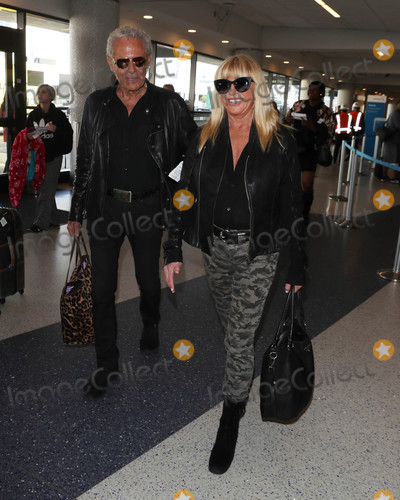 Alan Hamel, Suzanne Somers Photo - Photo by: SMXRF/starmaxinc.comSTAR MAX2018ALL RIGHTS RESERVEDTelephone/Fax: (212) 995-119610/30/18Suzanne Somers and Alan Hamel are seen at LAX in Los Angeles, CA.