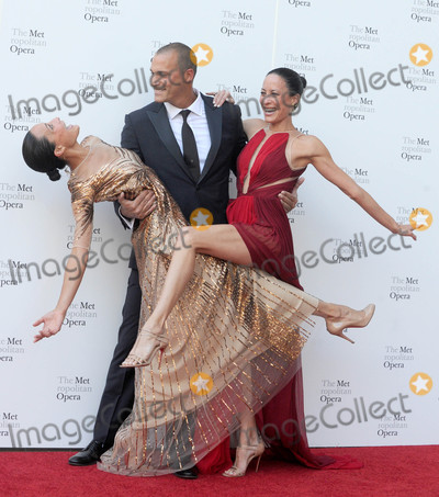 Nigel Barker Photo - Photo by: Dennis Van Tine/starmaxinc.comSTAR MAX2017ALL RIGHTS RESERVEDTelephone/Fax: (212) 995-11969/25/17Chrissy Barker, Nigel Barker and Kimberly Hise at The Metropolitan Opera Opening Night Gala in New York City.