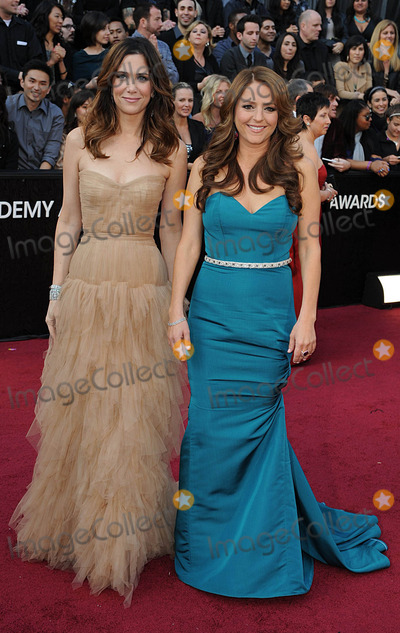Kristen Wiig Photo - Kristen Wiig and Annie Munulo arriving for the 84th Academy Awards at the Kodak Theatre, Los Angeles.