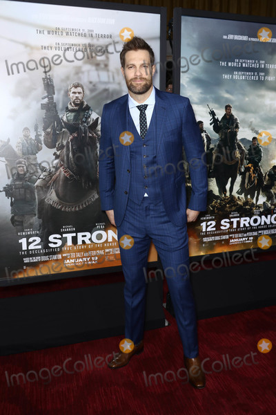 Geoff Stults Photo - Photo by: John Nacion/starmaxinc.com