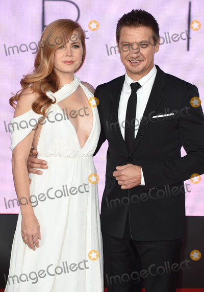 Amy Adams, Jeremy Renner Photo - Photo by: KGC-03/starmaxinc.com
